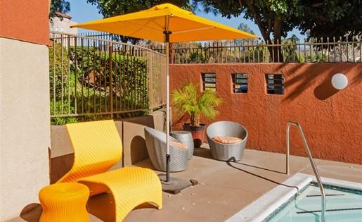 Glenoaks Garden apts for rent in 91352 pool