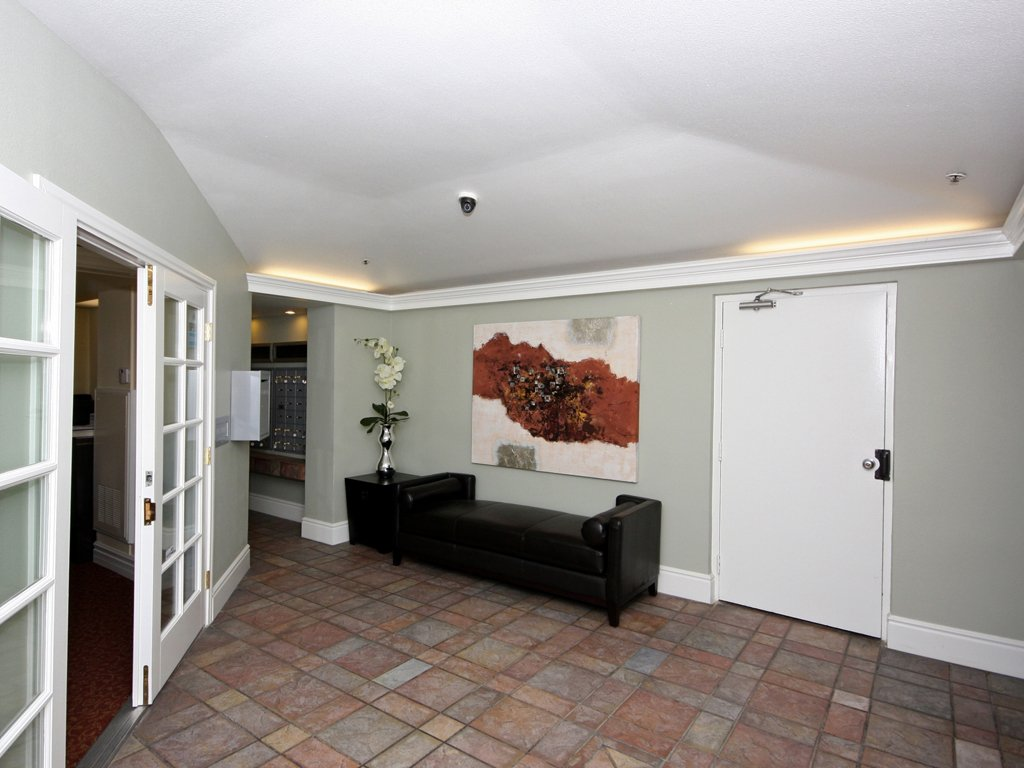 Laurel Canyon Towers Apts photogallery 2