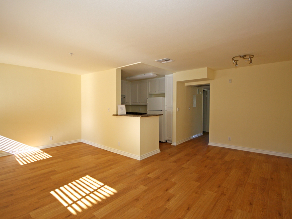 Laurel Canyon Towers Apts photogallery 8
