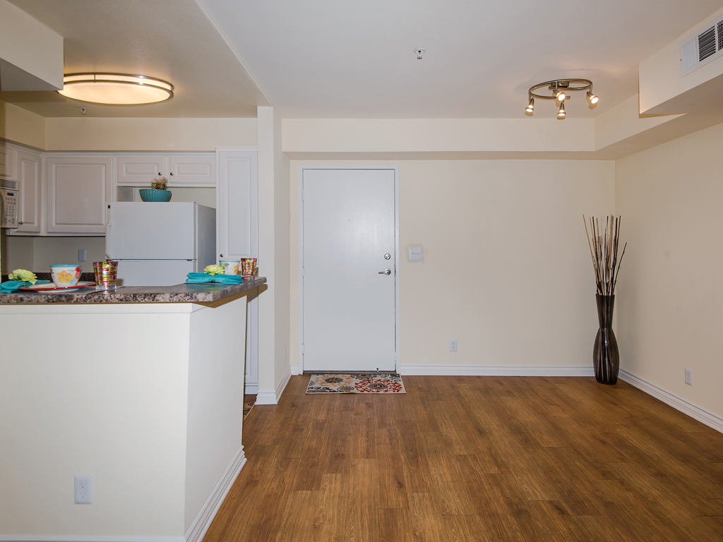 Laurel Canyon Towers Apts photogallery 22