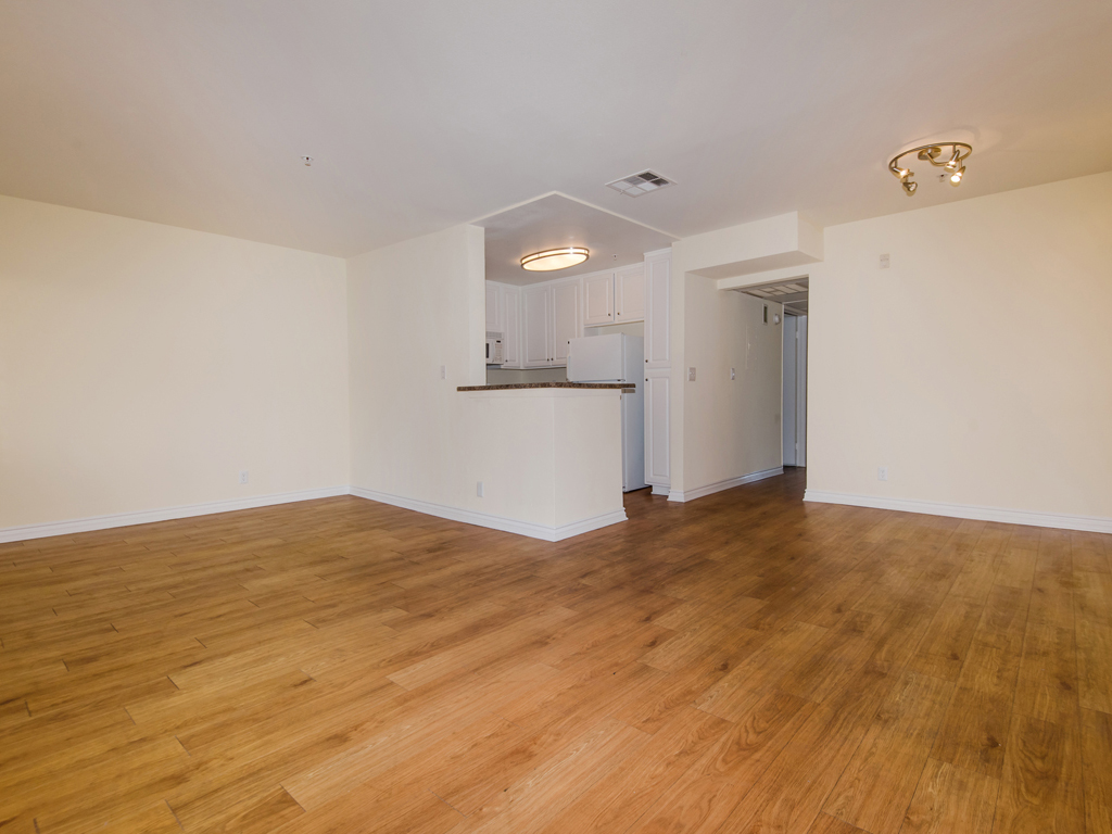 Laurel Canyon Towers Apts photogallery 25