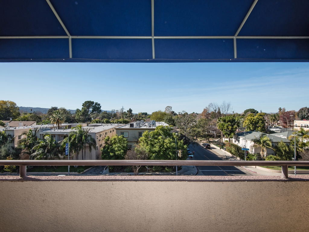 Laurel Canyon Towers Apts photogallery 26