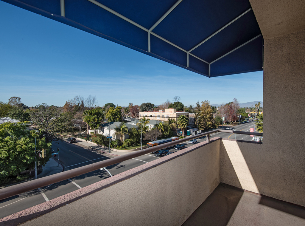 Laurel Canyon Towers Apts photogallery 31