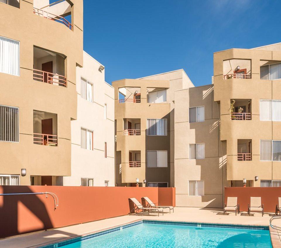 Reseda, CA Apartments L Monarch Apartments