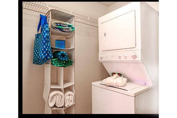 https://cdngeneral.rentcafe.com/dmslivecafe/3/608850/AutumnWoods-Apartments-Mobile-University-South-Alabama%2021(1).jpg?quality=85&width=600&height=400&mode=pad&bgcolor=fff
