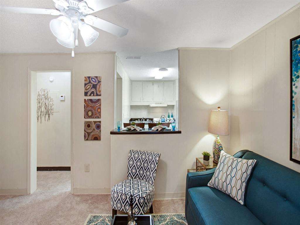 Canterbury Apartment Homes, Tuscaloosa, AL, Living room
