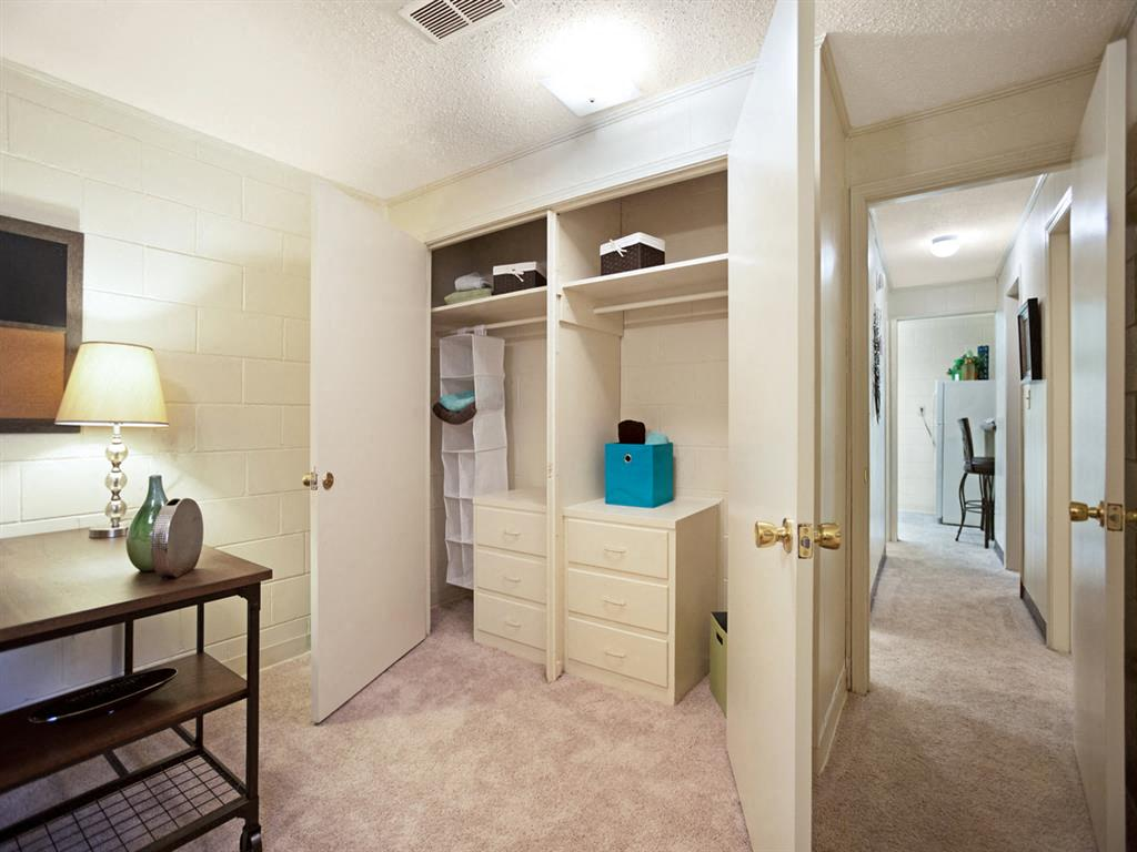 Canterbury Apartment Homes, Tuscaloosa, AL, Closets