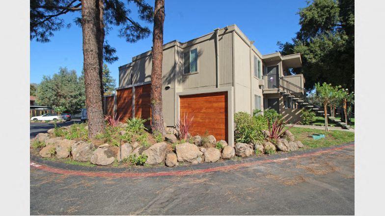 Stockton, CA 95219 | Parkside Apartments | Building Exterior - Street View