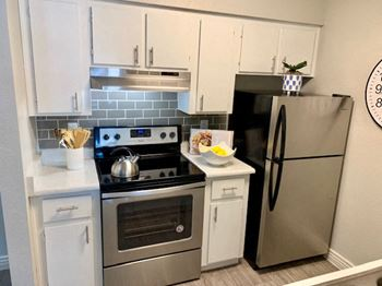 544 East Southern Avenue 1-2 Beds Apartment for Rent Photo Gallery 1