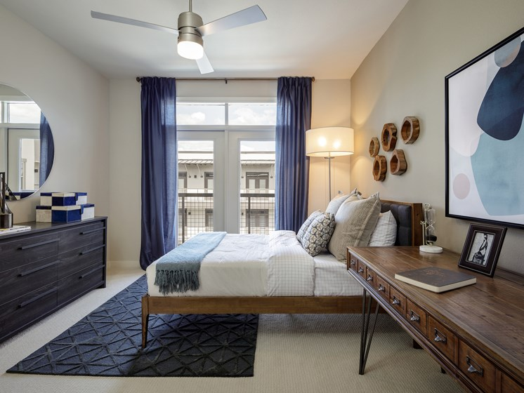 Live In Cozy Bedrooms at The Baldwin at St. Paul Square, San Antonio, TX