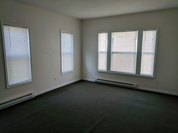 154 Oak St 1 Bed Apartment for Rent Photo Gallery 1