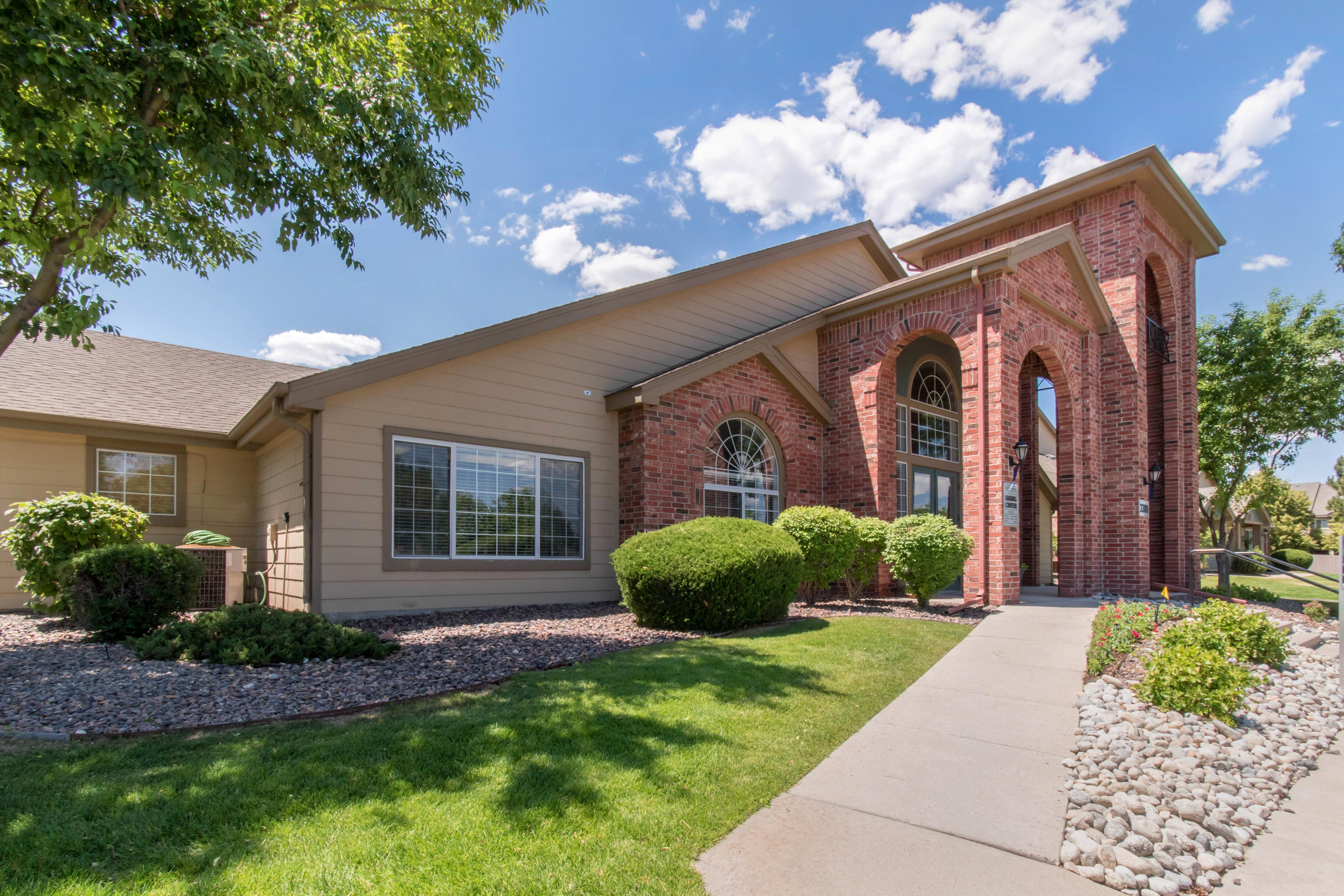 ... Highlands Ranch, CO. Front Entrance And Leasing Office