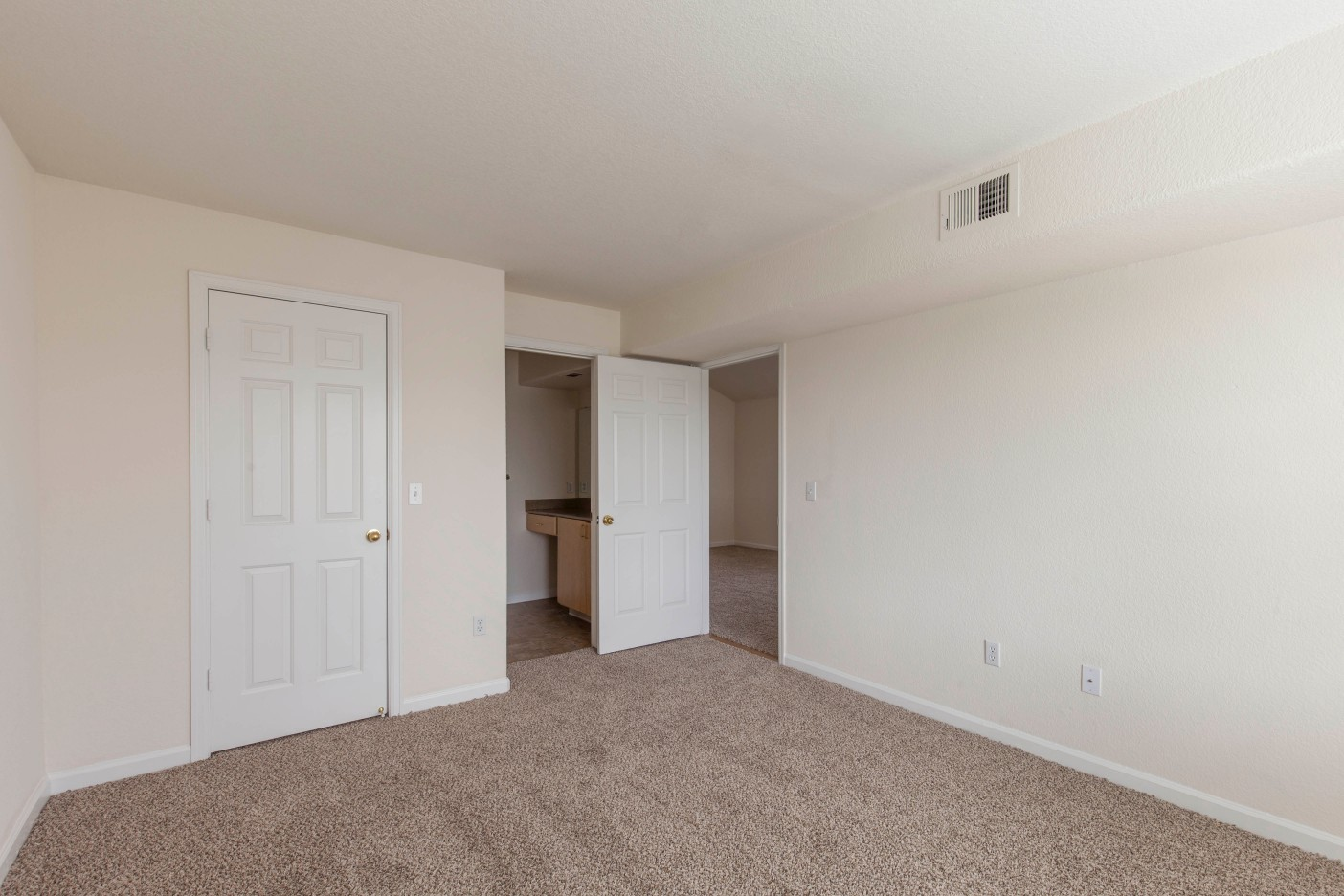 Waterford Place Apartment Homes photogallery 21