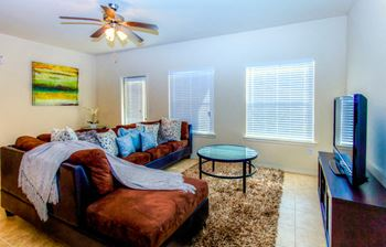 7619 King Arthurs Ct 2 Beds Apartment for Rent Photo Gallery 1