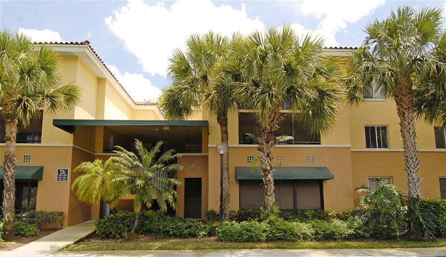 Beautifully Landscaped Grounds With Walking Trails at Coconut Palm Club Apartments, Coconut Creek, 33073