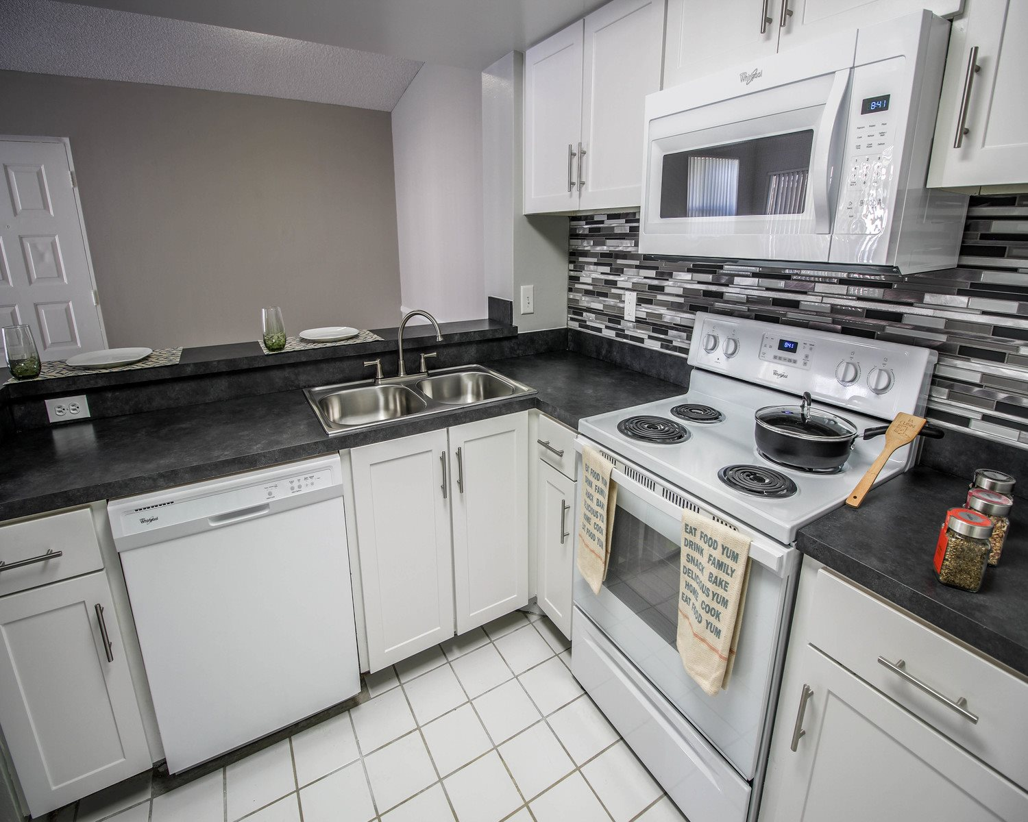 Fully equipped kitchen at Hammocks Place Apartments, Miami, 33196