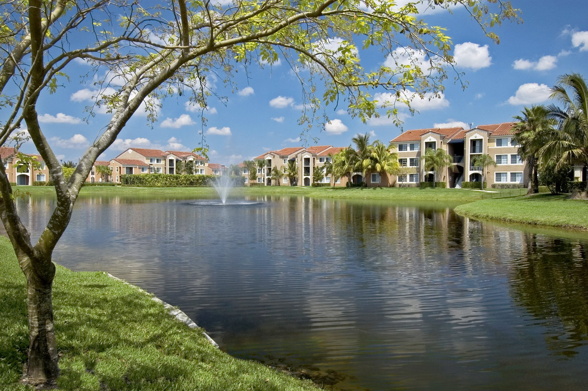 Miramar Lakes Apartments homepagegallery 1