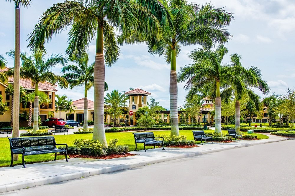 Beautifully Landscaped Grounds at Oasis Delray Apartments, FL 33484