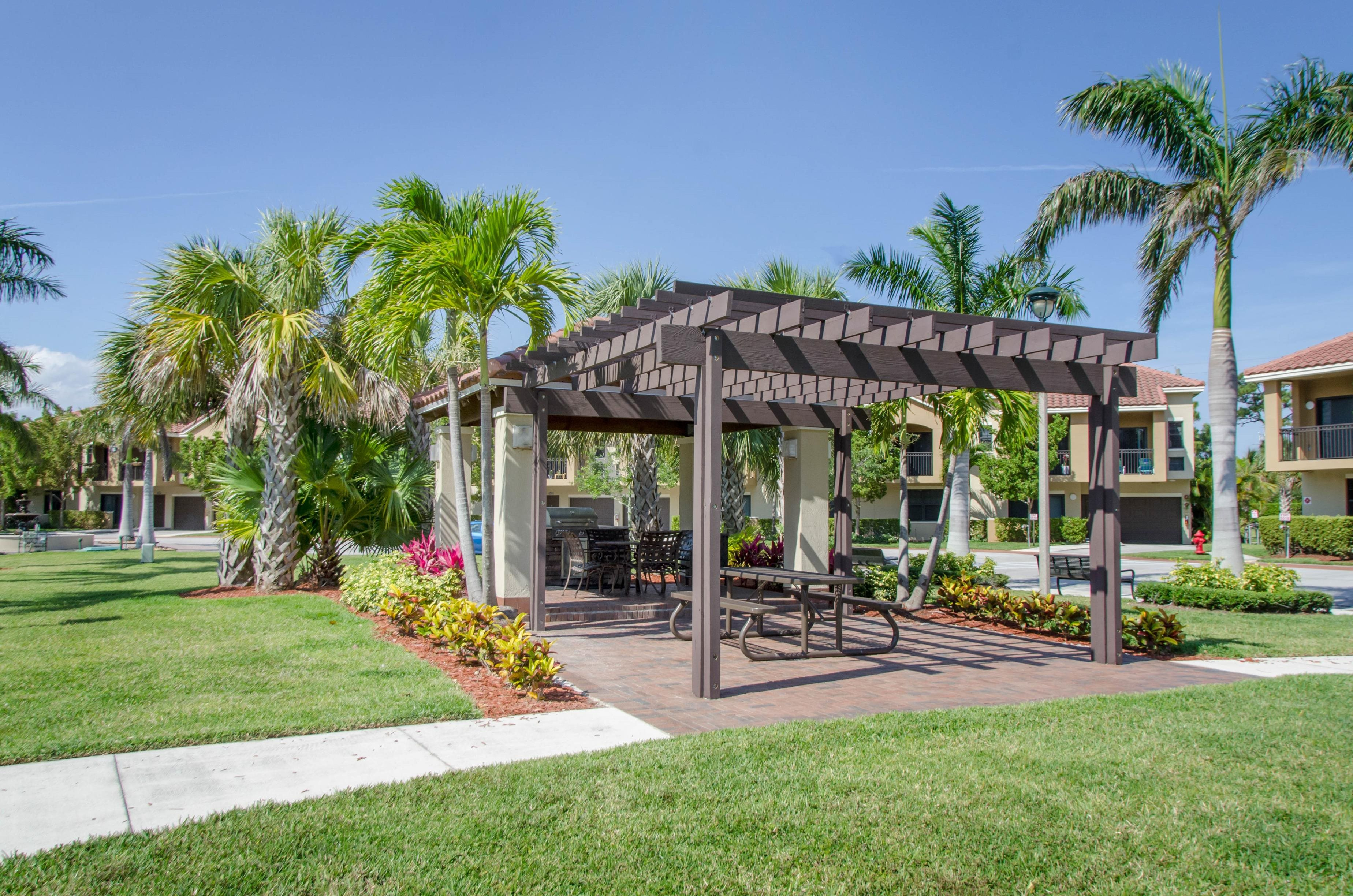 Social Courtyard at Oasis Delray Apartments, FL 33484