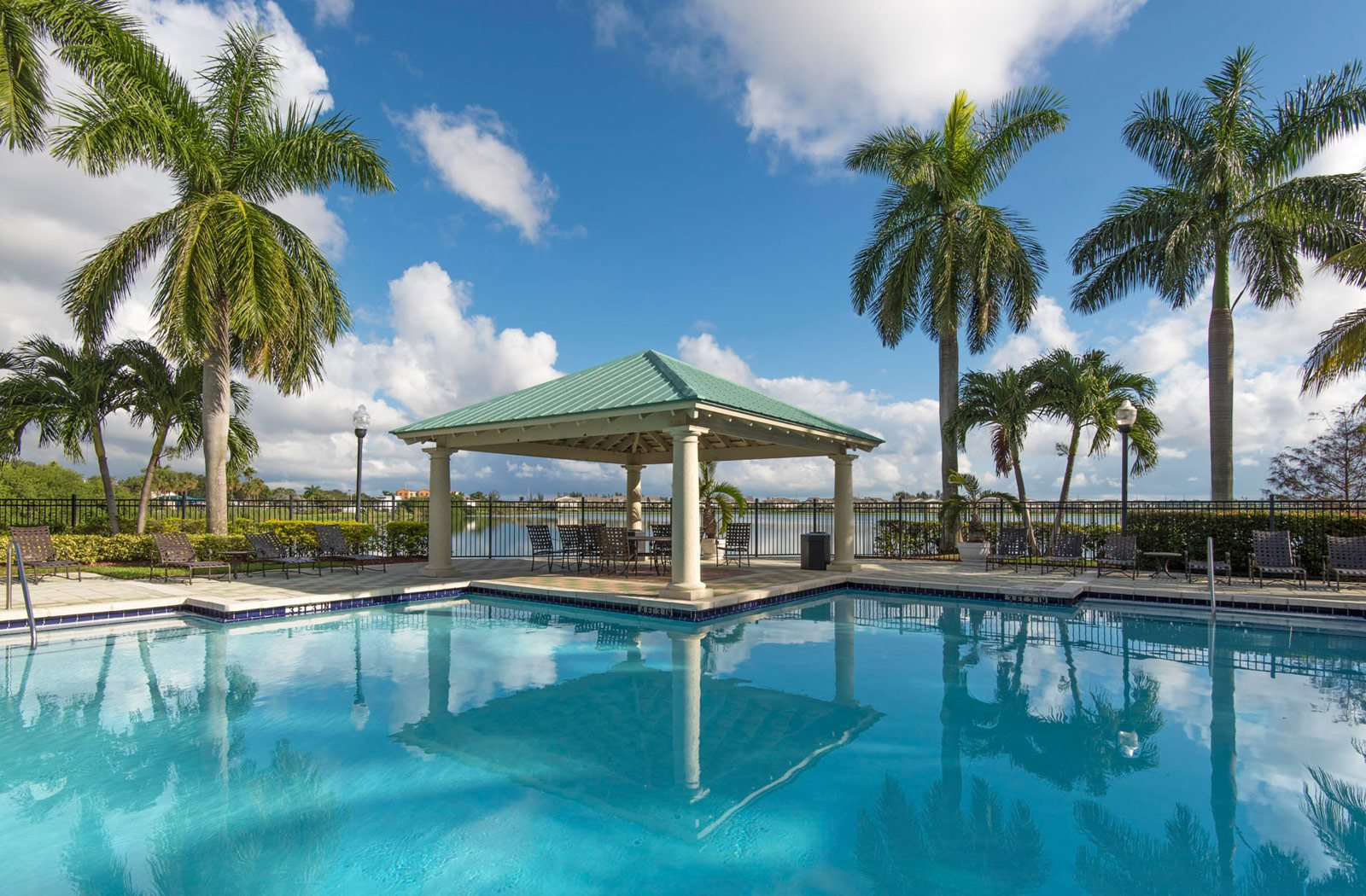 Palm Trace Landings Apartments homepagegallery 1