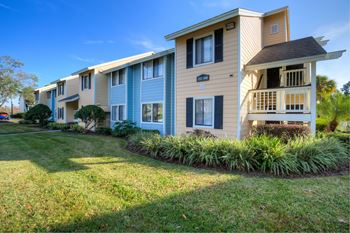 2545 NE Coachman Road 2 Beds Apartment for Rent Photo Gallery 1