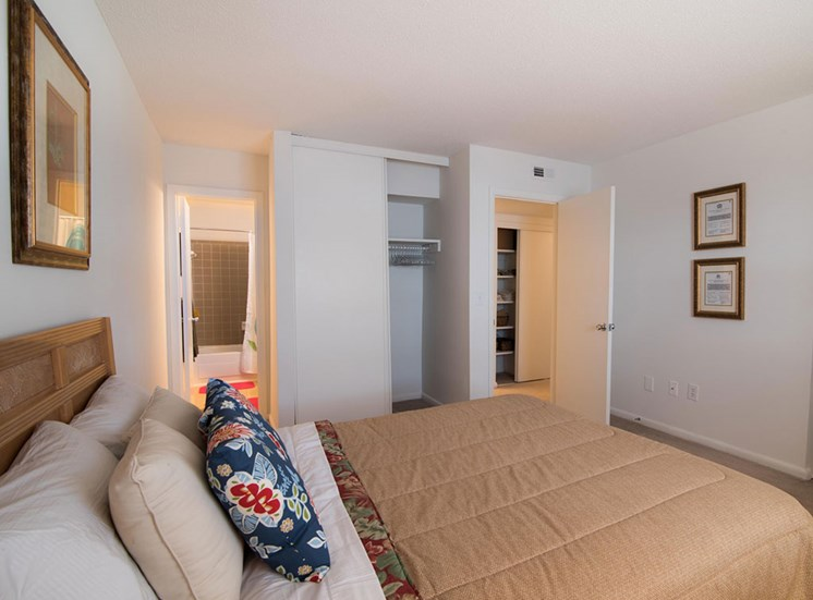 Canterbury Woods Townhomes bed
