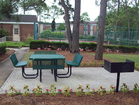 Picnic area at Glenmeade Village in Wilmington NC