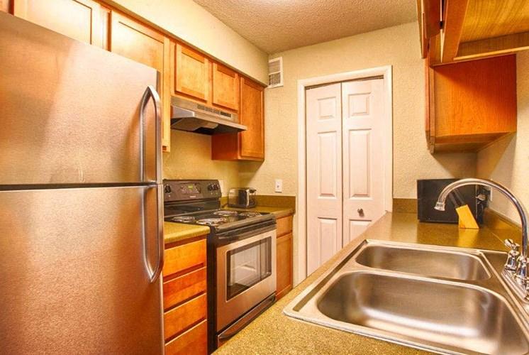 3-Interior-Kitchen-Sumter-Square-Raleigh-NC