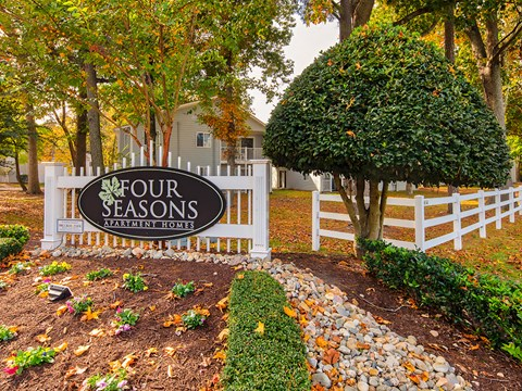 Sign_Four_Seasons_70_