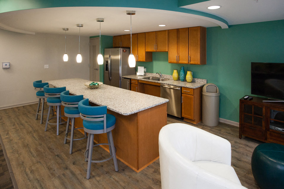 clubhouse kitchen at newport news apartmetns