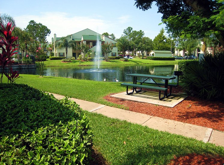 Cypress Run Apartments Pond and picnic area