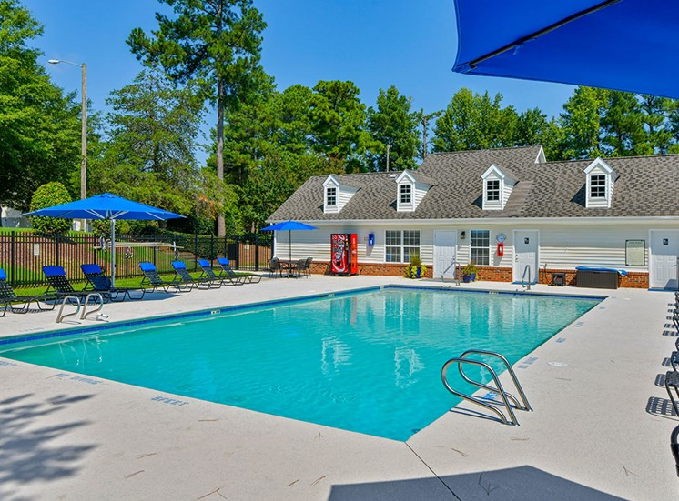 Fairgate-Apartments-Raleigh-NC-Pool-and-Clubhouse-1