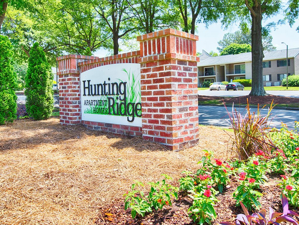 Hunting-Ridge-Apartments_Sign