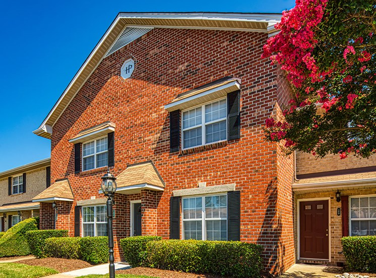 Exterior of Holly Point Apartments in Chesapeake VA