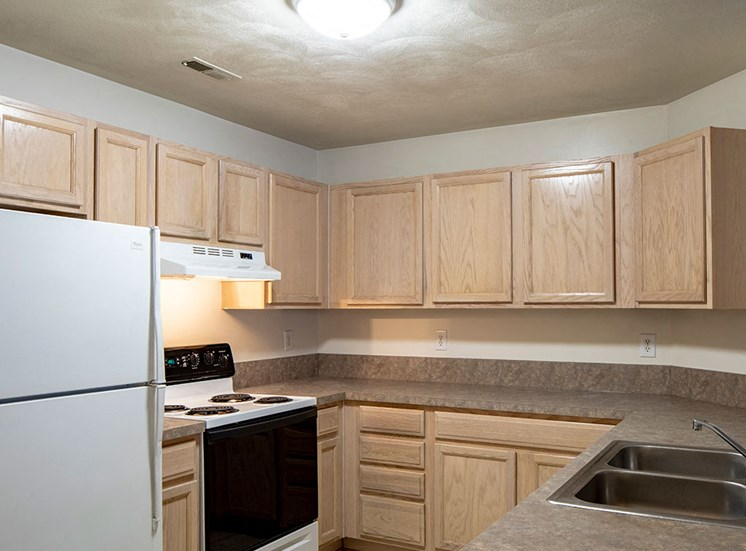 Vacant_Kitchen_Magnolia_Chase_Apartments