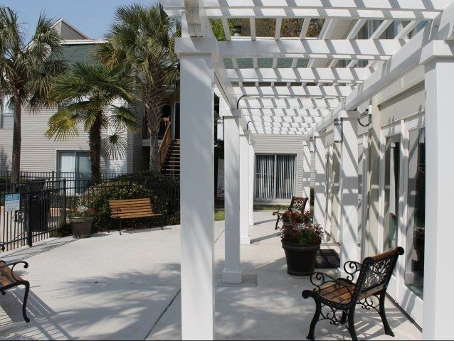 Trellis and chairs at apartments in Charleston SC