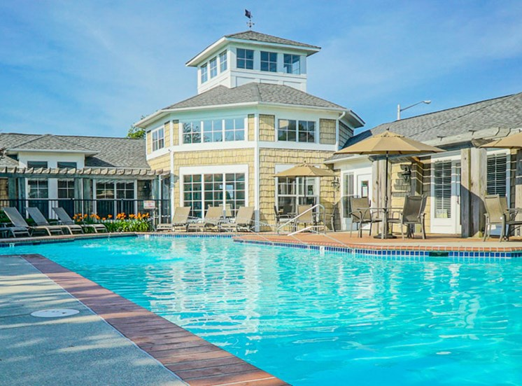 Pool and clubhouse at The Crossings at Red Mill