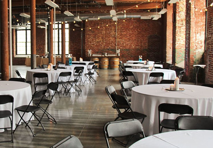 dining-at-the-event-hall-gastonia-apartments