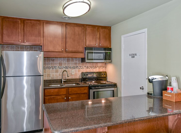 Green-Meadows-Apartements-Raleigh-NC-Clubhouse-Kitchen