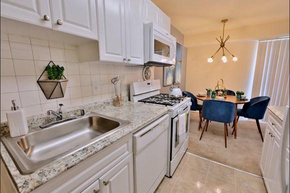 Brookdale At Mark Center Apartment Homes 48 N Beauregard St Custom 2 Bedroom Apartments In Alexandria Va