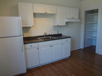 707 Congress Street 1 Bed Apartment for Rent Photo Gallery 1