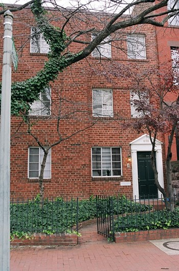 638 Independence Avenue SE 1-2 Beds Apartment for Rent Photo Gallery 1