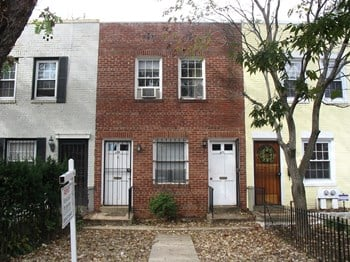 417-419 17th Street SE 1 Bed Apartment for Rent Photo Gallery 1