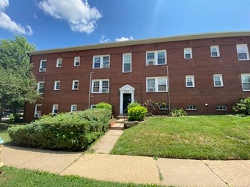 739 N Oakland Street 1 Bed Apartment for Rent Photo Gallery 1
