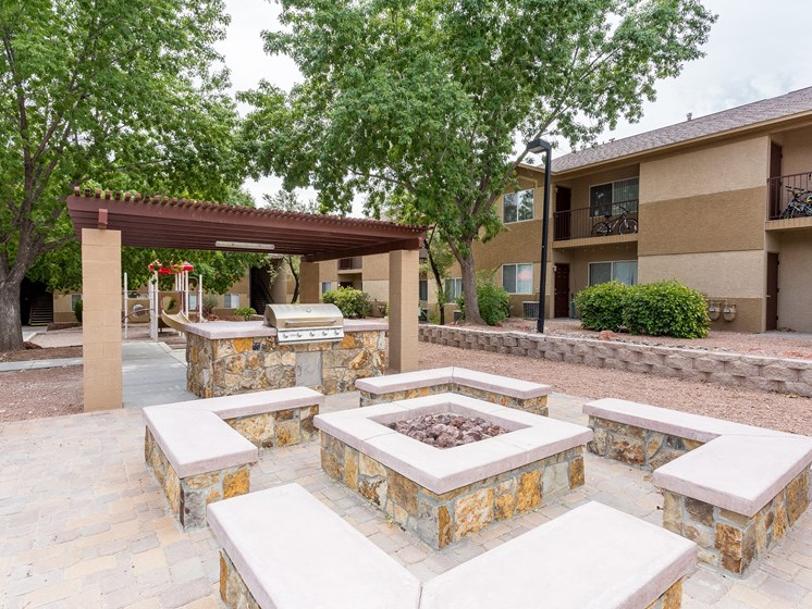 Courtside Apartments Fire Pit and Gas Grill in Cottonwood, AZ