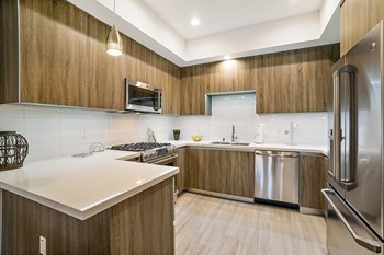 5420 Yolanda Ave 1-3 Beds Apartment for Rent Photo Gallery 1