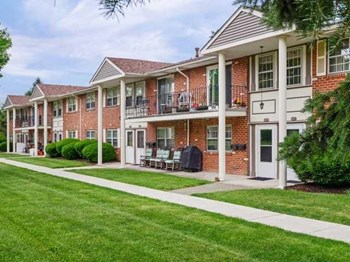 370 Greentree Drive 1-3 Beds Apartment for Rent Photo Gallery 1
