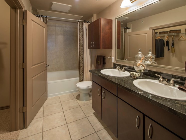 bathroom apartments in upper kirby