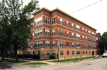 4654-56 N. Monticello Ave. 1-3 Beds Apartment for Rent Photo Gallery 1