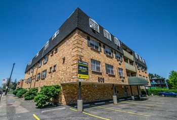 809 Dexter Street 1-2 Beds Apartment for Rent Photo Gallery 1